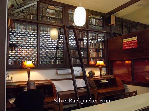Atlanta Hotel Bangkok Library and writing desks