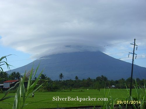 Mayon playing with the clouds