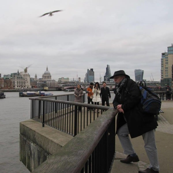 Keffiyeh neckwarmer is keeping me warm in london