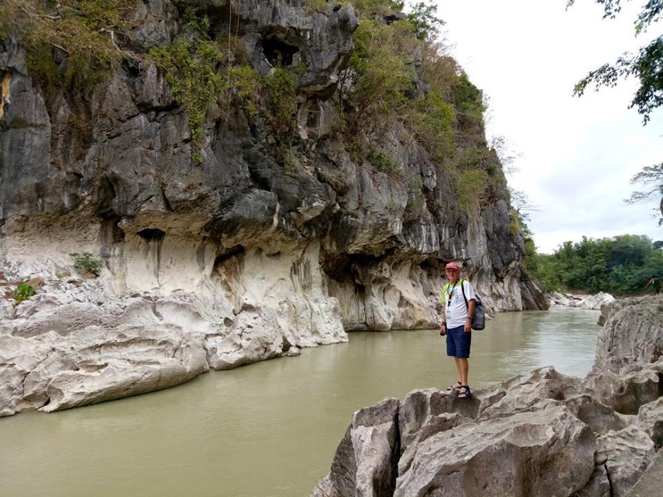 hiking the canyon minalungao national park