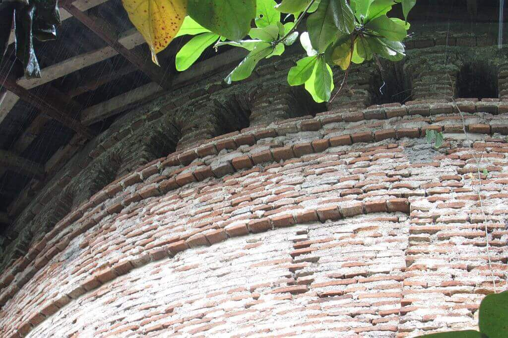 Lagangilang. Holy Cross Church. Red brick detail on outside of Apse
