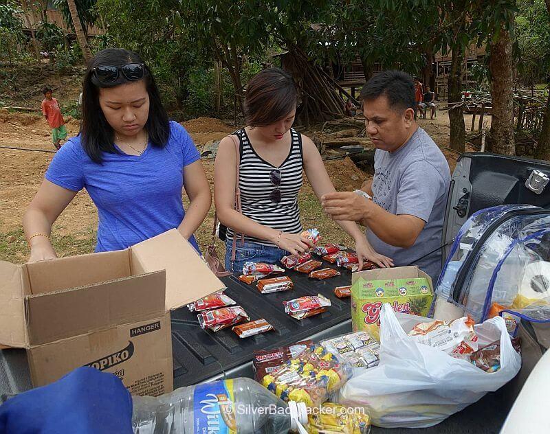 gift giving in Alaoa, Tineg, Abra