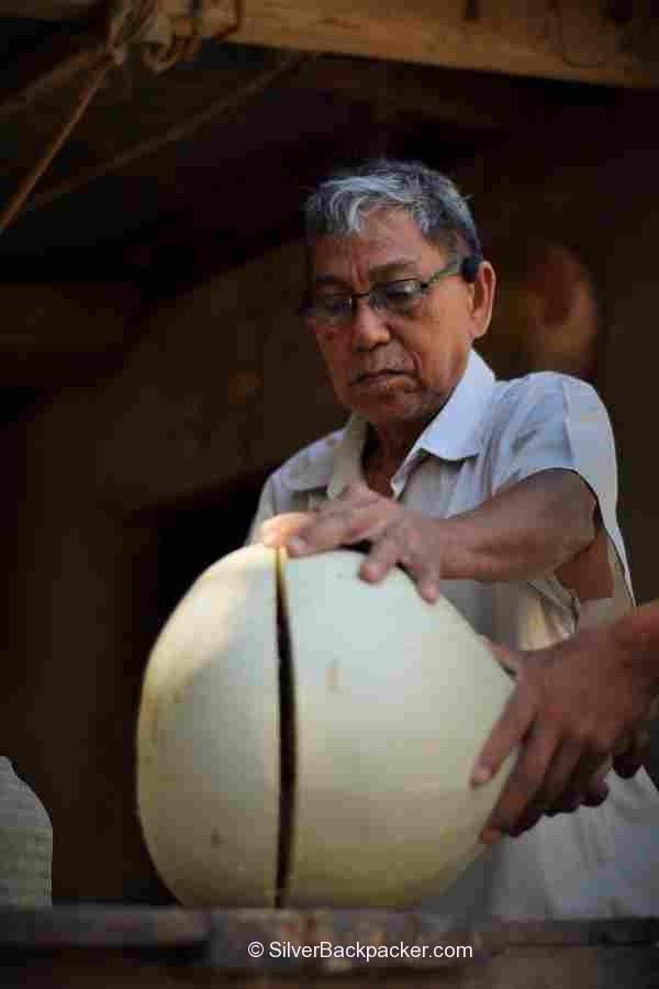 Teofilo Garcia cutting open the tabungaw