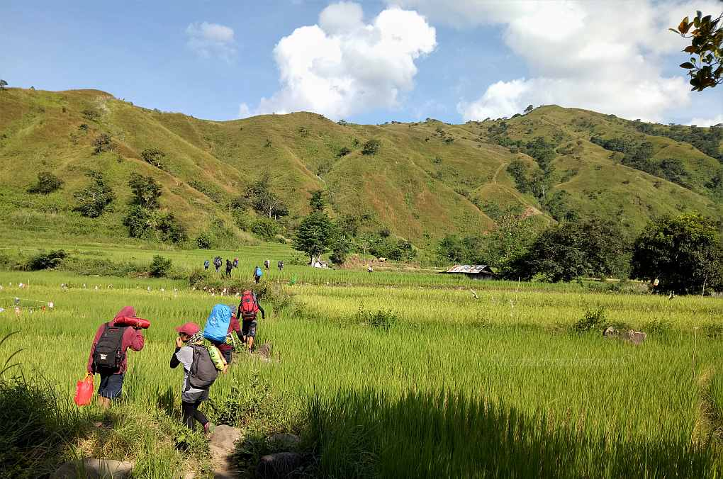 Hiking through Apao Rolling Hills on way to Mt Pisusok, Tineg, Abra