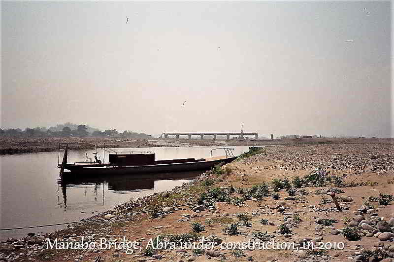 manabo bridge under construction and barge