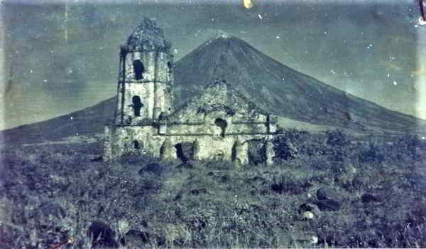 Old-Photo-of-Cagsawa-Church