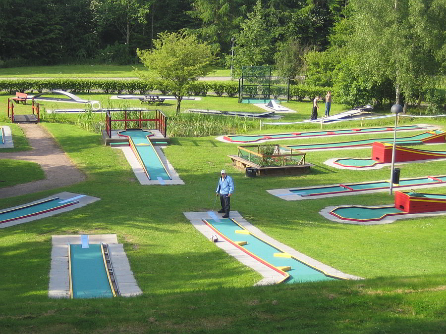 Bulltoftaparken,_Minigolfbanan By User Jorchr on sv.wikipedia - Own work, CC BY-SA 3.0, httpscommons.wikimedia.orgwindex.phpcurid=1049250 Crazy golf London