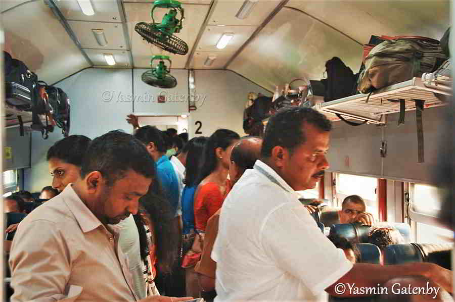 crowded train in Sri Lanka